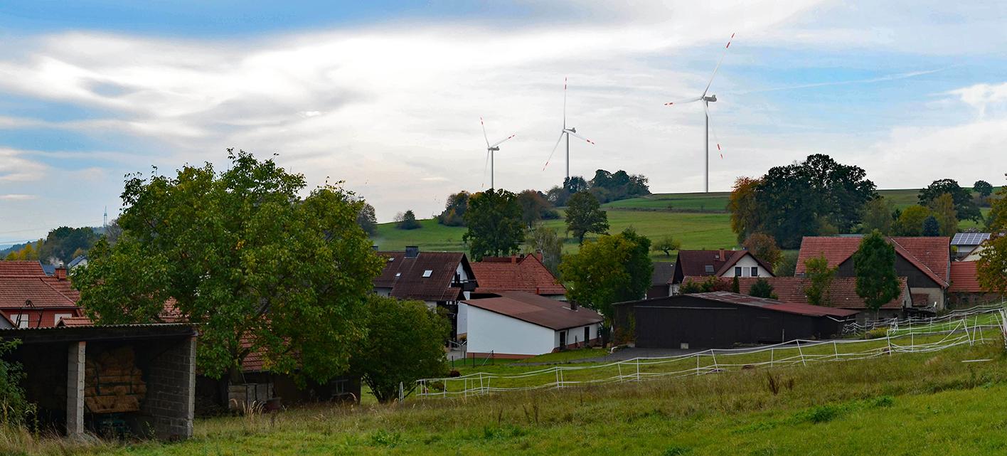 Aussicht vom Freiensteinau zum Windpark